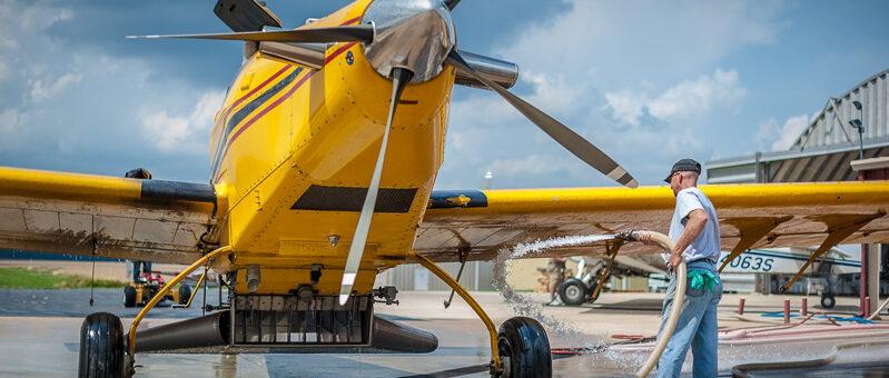 Пилотов агроавиации будут награждать за заслуги в отрасли авиахимработ